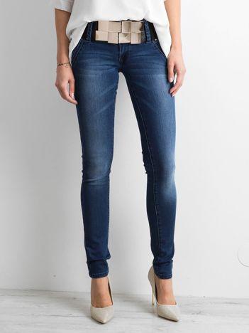 Granatowe rurki jeansowe