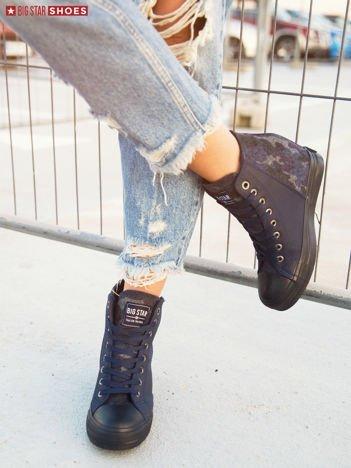 Granatowe sneakersy BIG STAR na suwak z wstawką w moro na tyle cholewki