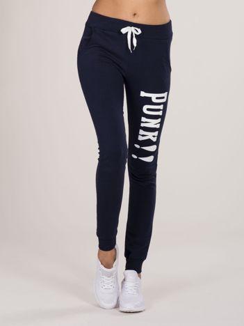 Granatowe spodnie dresowe z napisem