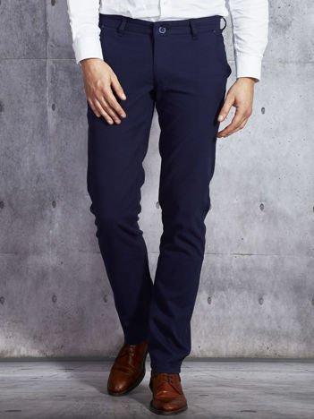 Granatowe spodnie męskie w delikatny wzór