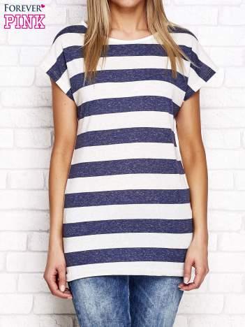 Granatowo-beżowy t-shirt w pasy