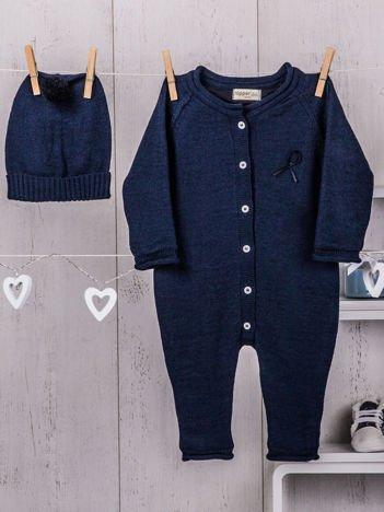 Granatowy  2-częściowy komplet niemowlęcy z dzianiny pajacyk i ciepła czapeczka dla dziewczynki lub chłopca