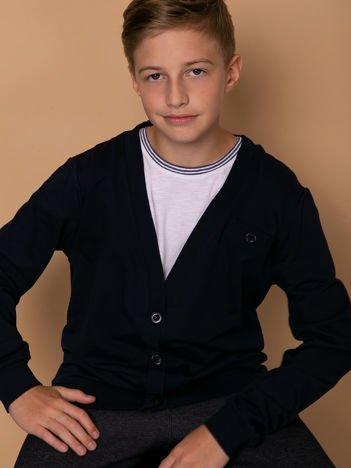 Granatowy bawełniany sweterek dla chłopca z łatami na łokciach