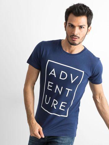 Granatowy męski t-shirt z napisem