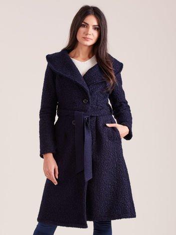 Granatowy płaszcz boucle z paskiem