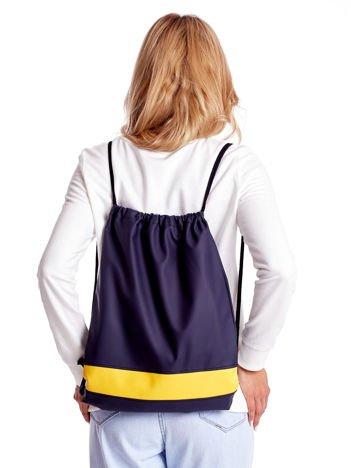 Granatowy plecak worek z żółtą wstawką
