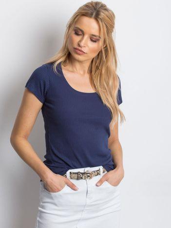 Granatowy prążkowany t-shirt