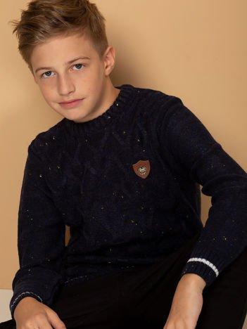 Granatowy sweter dla chłopca w warkoczowe sploty