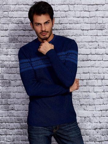 Granatowy sweter męski z modułem w etniczne wzory