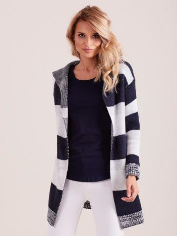Granatowy sweter w paski z kołnierzem