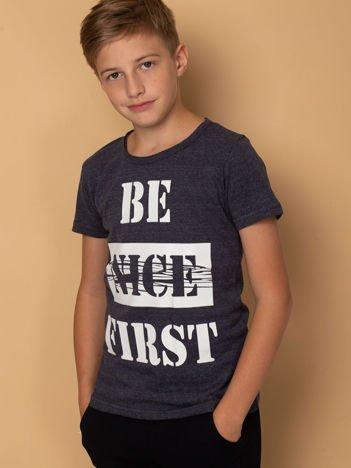 Granatowy t-shirt dziecięcy z napisem
