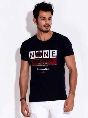 Granatowy t-shirt męski z miejskim nadrukiem