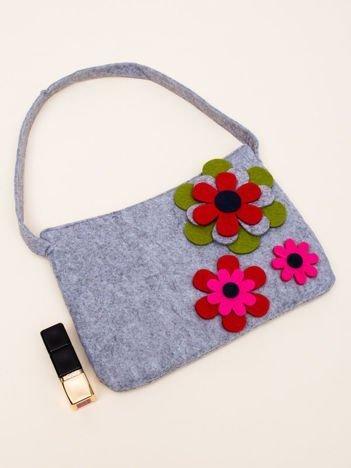 INCA Szara torebka z dzianiny ozdobiona kwiatowym wzorem