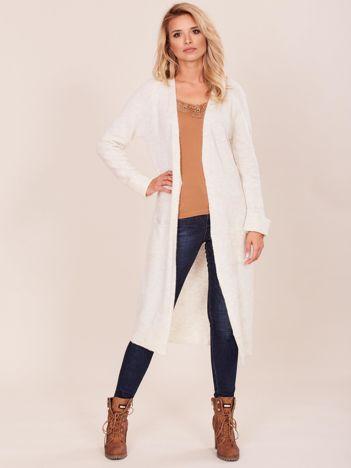 Jasnobeżowy długi sweter damski
