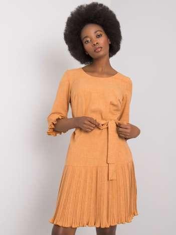 Jasnobrązowa sukienka z plisowaniami Cosette