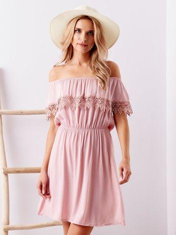 Jasnofioletowa sukienka hiszpanka mini z falbanką przy dekolcie