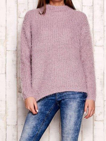 Jasnofioletowy włochaty sweter z półgolfem