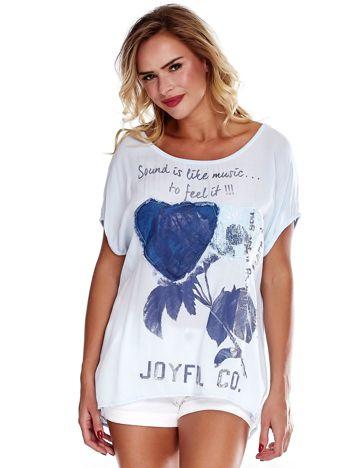 Jasnoniebieska bluzka z motywem kwiatowym i napisem