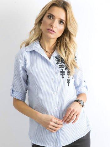 Jasnoniebieska koszula w paski z aplikacją
