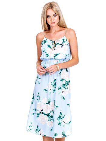Jasnoniebieska sukienka w kolorowe kwiaty