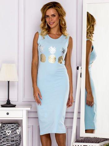 Jasnoniebieska sukienka z ananasami
