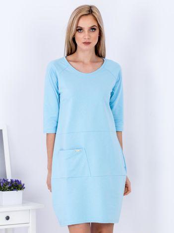 Jasnoniebieska sukienka z kieszenią