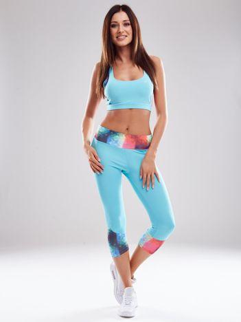 Jasnoniebieski komplet sportowy z kolorowymi wstawkami