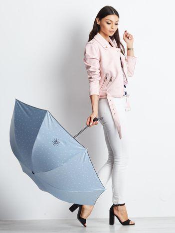 Jasnoniebieski składany mały parasol
