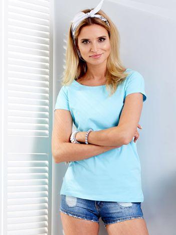 Jasnoniebieski t-shirt z rozcięciami z tyłu
