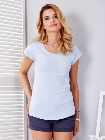 Jasnoniebieski t-shirt z srebrnym nadrukiem kieszonki
