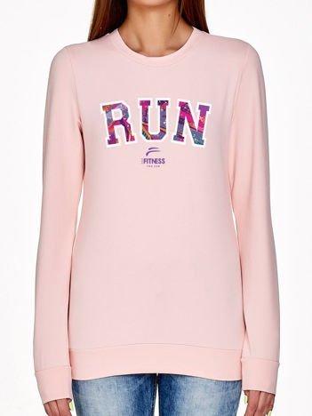 Jasnoróżowa bluza z napisem RUN