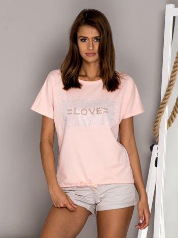 Jasnoróżowa bluzka z błyszczącym napisem LOVE