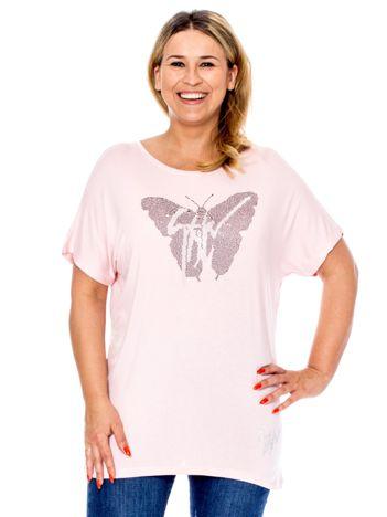 Jasnoróżowa bluzka z motylem z dżetów PLUS SIZE