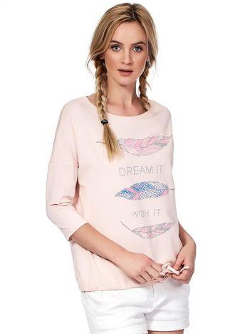 Jasnoróżowa bluzka z piórkami