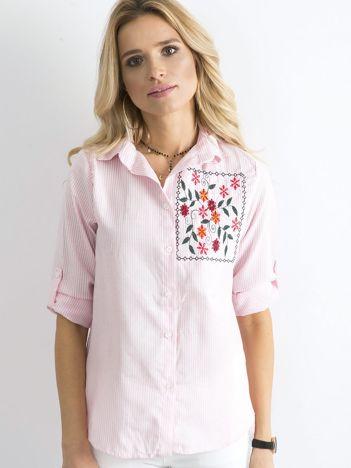 Jasnoróżowa koszula w paski z kwiatowym haftem