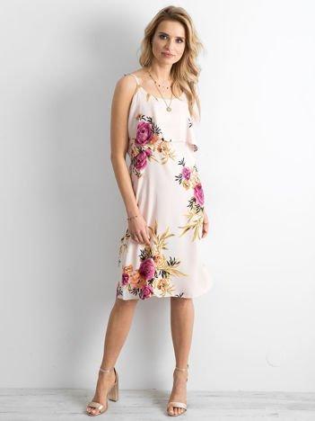 Jasnoróżowa kwiatowa sukienka z wiązaniem na ramionach
