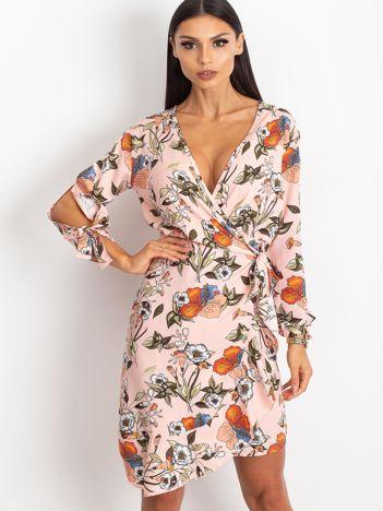 Jasnoróżowa sukienka Maybe