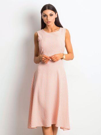 Jasnoróżowa sukienka Respected