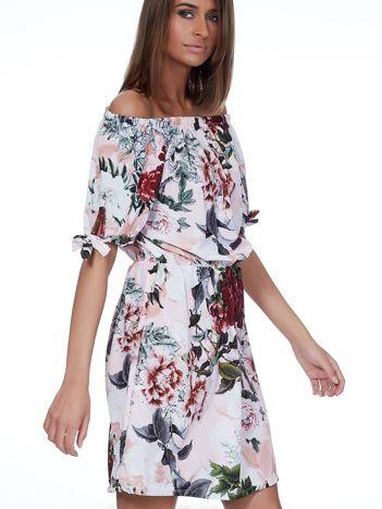 Jasnoróżowa sukienka hiszpanka w kwiatowe desenie