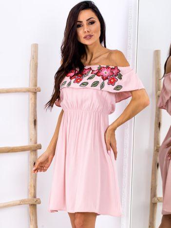 Jasnoróżowa sukienka hiszpanka z kwiatowym printem