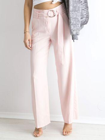 Jasnoróżowe spodnie z wysokim stanem