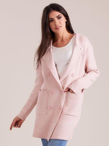 Jasnoróżowy elegancki sweter w kratkę