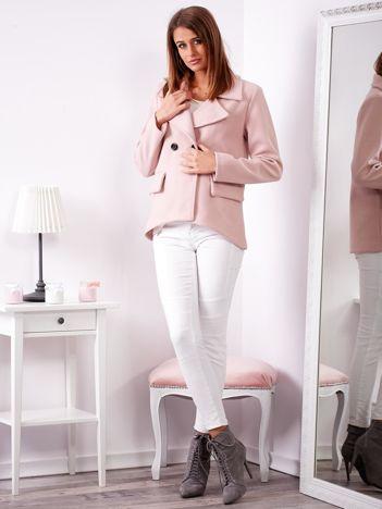 Jasnoróżowy krótki płaszcz