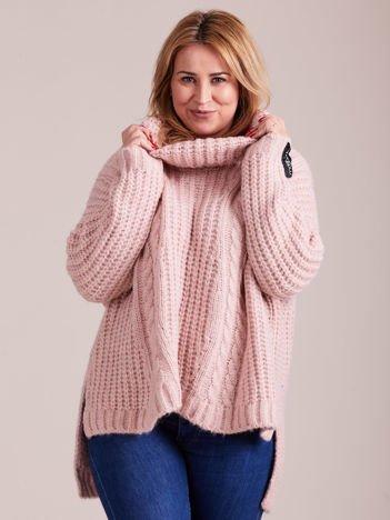 Jasnoróżowy luźny sweter golf MAGPIE