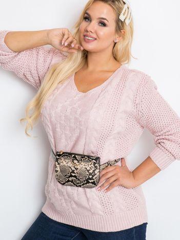 Jasnoróżowy sweter plus size Flower