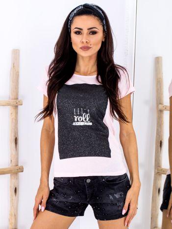 Jasnoróżowy t-shirt z brokatowym printem