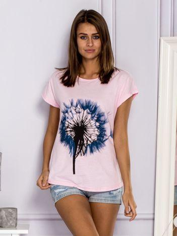 Jasnoróżowy t-shirt z dmuchawcem