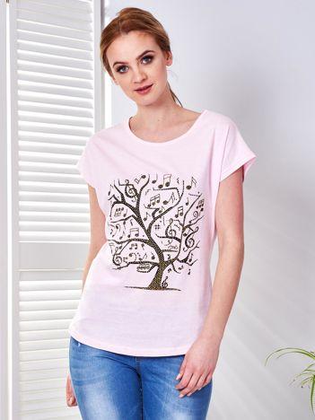 Jasnoróżowy t-shirt z muzycznym nadrukiem