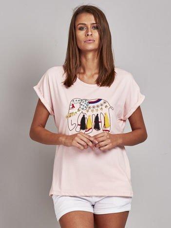 Jasnoróżowy t-shirt ze słoniem