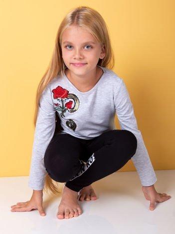 Jasnoszara bluzka dziewczęca z naszywkami